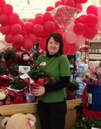 Peggy Gustavsen, Floral Lead, Store #6271 Shrewsbury, PA
