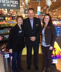 Division President Tom Lenkevich Visits Lewisburg, PA, Giant #6332 With Manager Amy Solomon And Lead Floral-SEA Brenda Nesto