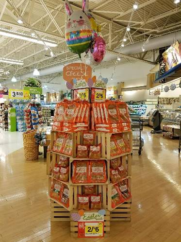 Martin's Store #6290 In Connellsville, PA, Is Driving Sales This Easter With The Kings Hawaiian Display