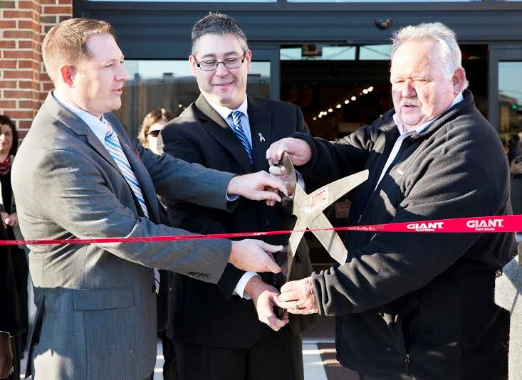 Cutting The Ribbon On The Brookhaven, PA, Giant