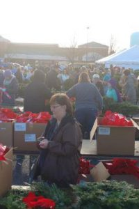 Honoring Fallen Soldiers With Holiday Wreaths